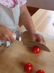 ミニトマトを切る